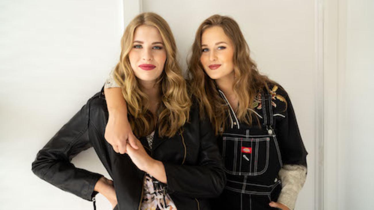 Render Sisters - Press (color)